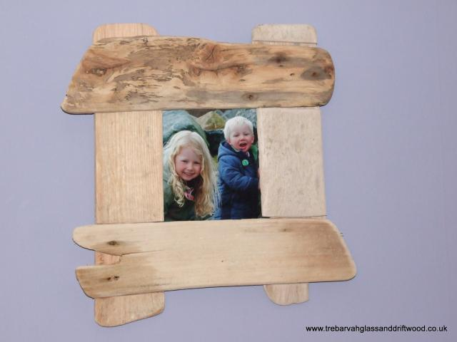 Driftwood_picture_frame_2.jpg