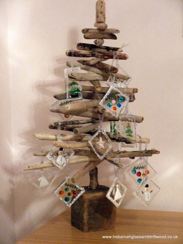 driftwood_tree_and_christmas_decs.jpg